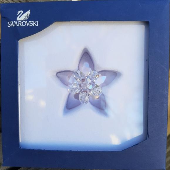 Swarovski crystal sparkling flower